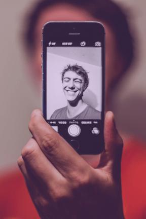 #Photo #FreePhoto #gadget #selfie #technology #communication #UNSPLASHIMAGE #device