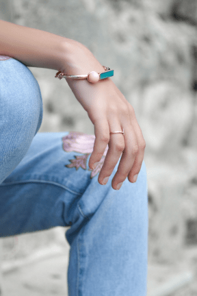 Photo - #Photography #Photo #photograph #hand #with #joint #seated #sitting #woman #photography #A