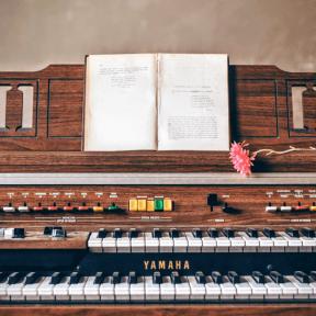 Photo - #Photography #Photo #piano #musical #electronic #flower #open #Yamaha #accessory #organ