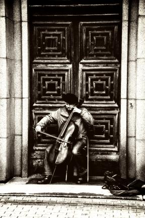 Photo Filter - #PhotoEffect #PhotoFilter #PhotographyFilter #window #shot #Riga #monochrome #musician